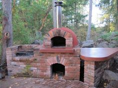 is a wood-fired pizza oven with a barbecue grill on the left. The final rendering coat on the dome is coloured red. Wood Oven, Wood Fired Oven, Wood Fired Pizza, Patio Grill, Backyard Patio, Grill Oven, Pizza Oven Outdoor, Outdoor Cooking, Parrilla Exterior