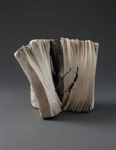 Len Castle - what a legenda potter. Amazing ability to take inspiration from the amazing New Zealand landscape and turn it into beautiful without appearing to mimic Earth Book, New Zealand Landscape, Paperclay, Ceramic Design, Ceramic Artists, It Works, Contemporary Art, Lens, Castle