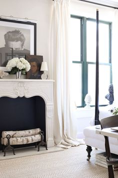 Designer Josh Young decorated this room to look like a Parisian hotel suite. Home Living, Living Spaces, Living Rooms, House Rooms, Parisian Bedroom, Parisian Apartment, Apartment Ideas, Apartment Therapy, Interior And Exterior