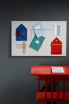 This notice board is made out of perforated chipboard and colorful elastic bands. Part of the chipboard was cut into house shapes, painte. Home Decor Furniture, Diy Home Decor, Furniture Design, Toddler Play Area, Workspace Design, Dark Walls, Boy Room, Wall Decor, Easy