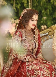 Best Picture For simple Bridal Outfit For Your Taste You are looking for something, and it is going to tell you exactly what you are looking for, and you didn't find that picture. Here you will find t Asian Wedding Dress Pakistani, Asian Bridal Dresses, Pakistani Bridal Makeup, Bridal Mehndi Dresses, Bridal Dress Design, Indian Bridal Fashion, Pakistani Wedding Dresses, Bridal Outfits, Asian Fashion