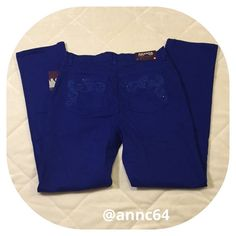 """Gloria Vanderbilt Amanda Jeans in Sapphire  Bling on the pockets including embroidery and jewels. Classic fit tapered Amanda style.98% cotton 2% spandex . Machine wash cold and tumble dry low. Waist 30"""" rise 11 1/2"""" inseam 30 3/4"""". All measurements are approximate. Gloria Vanderbilt Jeans"""