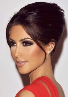 Kardashian style – My hair and beauty Kim Kardashian Makeup Looks, Kim Kardashian Cabelo, Kim Kardashian Wedding, Red Dress Makeup, Hair Makeup, Makeup Hairstyle, Hairstyle Ideas, Bridal Makeup, Wedding Makeup