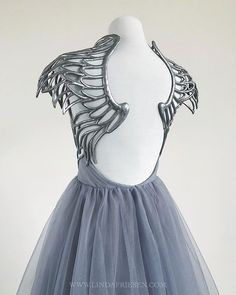 gorgeous gowns Absolutely in awe of this hand sculpted angel gown by Linda Friesen Angel Gowns, Angel Dress, Angel Outfit, Pretty Outfits, Pretty Dresses, Beautiful Dresses, Moda Outfits, Fantasy Gowns, Mode Inspiration