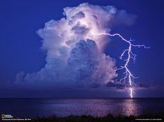 أروع مناظر البرق المخيفة   Lightning frightening finest views