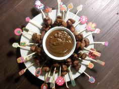 Mini kerst saté, ook voor het kerstdiner van mijn zoontjes school. Christmas Crafts, Merry Christmas, Xmas, Winter Food, High Tea, Menu, Chocolate Fondue, Lunch, Treats