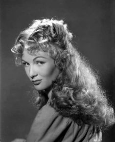 Veronica Lake, her hair looking incredible as always, wish mine was that long! and curled at the ends