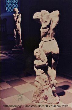 """Martin Künne: """"Klammerung"""", Sandstein. sculpture"""