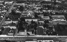 Final da década de 1950 - Vista aérea do conjunto arquitetônico do Hospício Nossa Senhora da Luz.Fonte: Pontifícia Universidade Católica do Paraná.