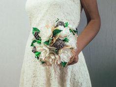 UNUSUAL BOUQUET INVERNALE, alternativi e originali. ECOLOGICI, FATTI A MANO. BOTTONI, STOFFA, PIGNE, CARTA. PERSONALIZZABILI per il tuo matrimonio. #Bouquet #sposa di #carta, #stoffa, #plastica, #creati a mano. Un oggetto unico per il tuo matrimonio. #handmade #alternativebouquet #bouquetalternativo #bouquetbottoni #bottoni #bouquetfattiamano #sposa #bride #wedding #matrimonio #accessorimatrimonio #brideshoes #bouquetinvernale