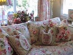 Some Of The Best Shabby Chic Furniture Ideas Shabby Chic Mode, Estilo Shabby Chic, Shabby Chic Cottage, Romantic Cottage, Shabby Chic Style, Romantic Homes, Shabby Chic Decor, Cottage Living Rooms, Chic Living Room