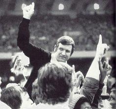 Majors signifies Pitt No. 1 after beating Georgia in 1977 Sugar Bowl.