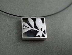 Tania Patterson Leaves pendant...http://www.pinterest.com/fernbenson/art-jewelry/