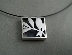 Tania  Patterson Leaves pendant...http://www.pinterest.com/fernbenson/art-jewelry/