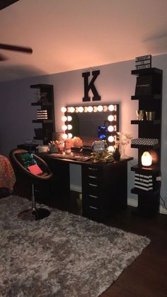 - Mirror Designs - Amazing Bedroom Design Ideas Color Bedroom Ideas - Locate your preferred bedroom pictures right here. Browse through pictures of inspiring bedroom design ideas to produce your ideal residence. All the bedroom. Cute Room Decor, Teen Room Decor, Room Ideas Bedroom, Budget Bedroom, Wall Decor, Diy Bedroom, Room Decor With Lights, Picture Room Decor, Black Room Decor
