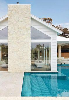 Coastal luxe meets Hamptons style in this Mornington Peninsula home Die Hamptons, Hamptons Style Decor, Coastal Cottage, Coastal Homes, Coastal Living, Coastal Decor, Modern Coastal, Coastal Style, Brick Studio