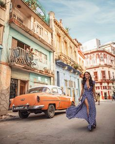 You can literally walk down any street in Havana and find the most interesting architecture and beautiful cars. Cuba Photography, Photography Guide, Cuba Outfit, Cuba Cars, Cuba Pictures, Viva Cuba, Travel Ootd, Travel Fashion, Auto Retro