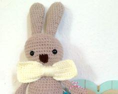 """Spieluhren - Baby Spieluhr """"Emil"""" Hase Häkelpuppe mit Name - ein Designerstück von Bunny-Love bei DaWanda"""