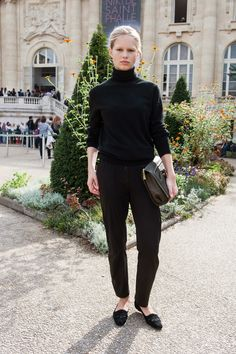 Model Street Style: Anna Ewers is Casually Elegant | The Front Row View