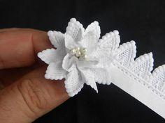 PROBAR A IMITAR EL LISTÓN EN CROCHET.  ribbon flower                                                                                                                                                                                 Más