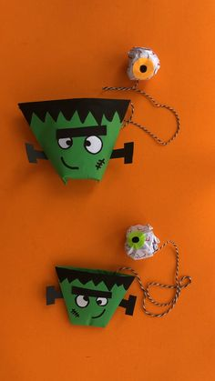 How fun are this easy Origami Halloween project? Learn how to make this easy paper Frankenstein origami and turn him into a paper toy for Halloween! So ghoulish! So spooky! Have eyeballs and brains flying around. Fun Halloween Games, Halloween Science, Halloween Crafts For Kids, Paper Crafts For Kids, Halloween Party Decor, Foam Crafts, Origami Halloween, Paper Halloween, Origami Cup
