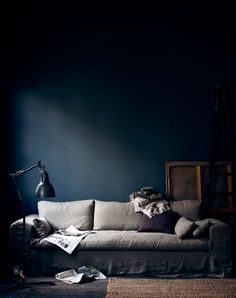 Goregeous dark walls in this moody living room which is a masterclass in dark interiors from Hans Blomquvist. I love the pale grey sofa against the dark backdrop Dark Living Rooms, My Living Room, Dark Interiors, Colorful Interiors, Stiffkey Blue, Navy Walls, Indigo Walls, Blue Rooms, White Rooms