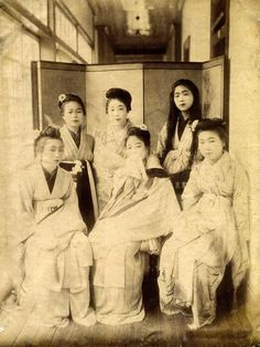 Group portrait of prostitutes in the Shimpuro Brothel, Yokohama. Hand-colored albumen silver print, possibly by Kusakabe Kimbei (日下部 金幣|) (1841 - 1934)