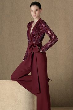 The complete Elie Saab Pre-Fall 2020 fashion show now on Vogue Runway. Elie Saab Bridal, Elie Saab Gowns, Haute Couture Gowns, Elie Saab Couture, Hijab Dress Party, Elie Saab Fall, Celebrity Dresses, Celebrity Style, Designer Dresses
