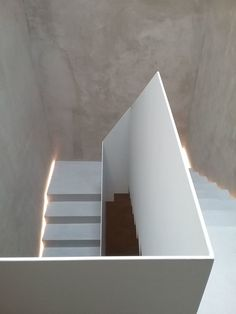 Recent stair railing at lowes only in tanzania home design Staircase Handrail, Modern Staircase, Stair Railing, Staircase Design, Stairs In Living Room, House Stairs, Traditional Staircase, Contemporary Stairs, Stair Detail