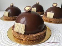 Čokoládové polokoule se sušenkovým pukem Cheesecake, Mini Cakes, Mousse, Food And Drink, Cupcakes, Desserts, Tailgate Desserts, Cupcake Cakes, Deserts