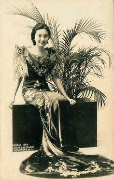 "Priscilla ""Nene"" Sarenas Ignacio, from Davao City. Filipiniana, Fashion History, Women's Fashion, Photos Du, Hair Comb, Filipino, Philippines, Davao, Culture"