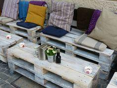 Gartenmöbel aus Europaletten - Couchtisch mit Rädern und passendes Sofa