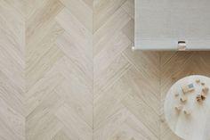 Modernit mosaiikkiparketit ja lattiamateriaaleista kierrätetyt Twise-kalusteet Timberwiseltä