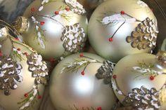 Navidad tradicional Gold Christmas, Christmas Bulbs, Holiday Decor, Home Decor, Traditional, Xmas, Decoration Home, Christmas Light Bulbs, Room Decor