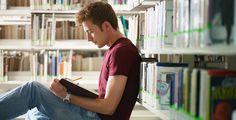 Richtig lernen in der Bib - Kein Facebook, keine lauten Mitbewohner, kein Kühlschrank –in der Bibliothek kann man ungestört lernen. Wir verraten dir unsere Tipps.
