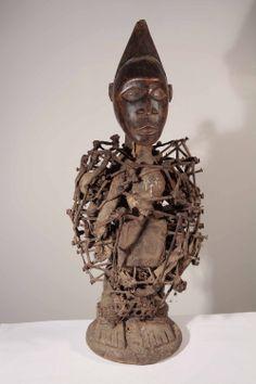 Statue africaine Nsiki de l'ethnie Kongo du Zaïre bientôt en ligne dans la galerie www.Arts-Ethniques.com pour tout contact : eop@art-africain.com