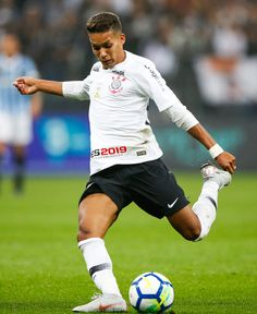 SAO PAULO, BRAZIL - AUGUST Pedrinho of Corinthians in action during the match against Gremio for the Brasileirao Series A 2018 at Arena Corinthians Stadium on August 2018 in Sao Paulo, Brazil. (Photo by Alexandre Schneider/Getty Images) Corinthians Time, Sport Club Corinthians, Time Do Brasil, Fifa, Brazil, Soccer, Action, Running, Nicki Minaj