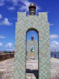 Through the door.  Recife / Pernambuco