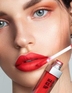 We can´t get enough of these bold red lips, definitely a conversation starter! Check out our Lip Colors --> red Cool Skin Tone, Colors For Skin Tone, Good Skin, Make Up Factory, Natural Lip Colors, Bold Lips, Perfect Makeup, Summer Makeup, Colorful Makeup