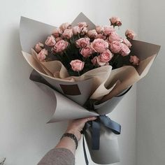 Maintaining a flower garden is even painless than planting one How To Wrap Flowers, All Flowers, My Flower, Beautiful Flowers, Wedding Flowers, Bouquet Wrap, Flower Bouquets, Luxury Flowers, No Rain