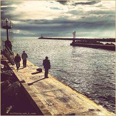 Inseguendo il sole ☀️ La #PicOfTheDay #turismoer di oggi passeggia sul molo di #PortoGaribaldi in una lucente giornata d'#autunno. Complimenti e grazie a @ale_il_conte / Chasing the sun ☀️ Today's PicOfTheDay turismoer walks along PortoGaribaldi's #pier in a shiny #Autumn day. Congrats and thanks to ale_il_conte