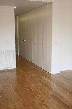 pasillo y armario integrado lacado en blanco piso centro san sebastian