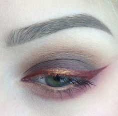 Metallic smoky eyes.