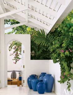 Fashion designer Ralph Lauren and his wife, Ricky, bought a Jamaican villa on Round Hill, near Montego Bay, some 20 years ago Ralph Lauren House, Jamaica House, British Colonial Decor, Round Hill, Pergola Designs, Tropical Decor, Tropical Interior, Tropical Colors, Architectural Digest