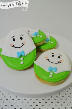 Humpty Dumpty decorated sugar cookies to match the smash cake. They can be served at the party or handed out as party favors,