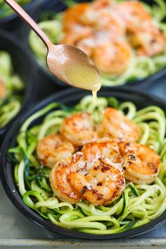 Shrimp Zucchini Noodles Meal Prep - Craving shrimp scampi? Prep for the week ahead for a low-carb, quick, easy and HEALTHY meal using zucchini noodles!