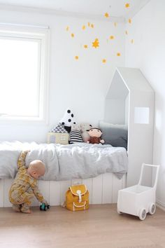 Apartment therapy baby by cama casa apartment therapy baby journal House Beds For Kids, Kid Beds, Boy Room, Kids Room, Deco Kids, Kids Bedroom Designs, Kids Corner, Kid Spaces, Bed Design