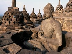 Indonesia - largest Buddhist temple