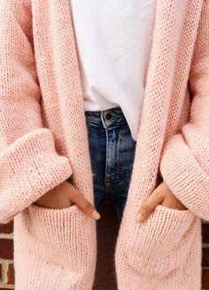 Big Cardigan, Wool Cardigan, Easy Knitting Projects, Knitting Kits, Jumper Knitting Pattern, Knitting Patterns, Lana, Knit Crochet, Couture