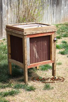 A tin ice chest perfect for keeping your summer drinks cool on the patio! #rustic #barnwood #furniture | Redtail Rustic Furnishings